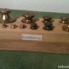 Antigüedades: OTRO BONITO TACO CON 15 ANTIGUAS PESAS DE BRONCE CON PLACAS DECIMALES (F06). Lote 106663135