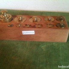 Antigüedades: BONITO JUEGO DE 11 ANTIGUAS PESAS DE BRONCE DE 5G A 500G (H04). Lote 106705487