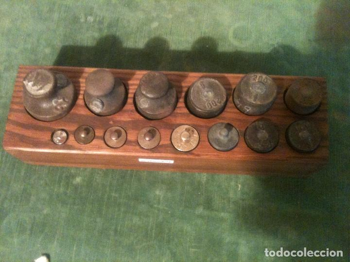 Antigüedades: GRAN TACO CON 14 ANTIGUAS PESAS DE HIERRO Y DE BRONCE DE 5G A 1KG (Q04) - Foto 2 - 106923611