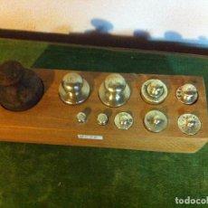 Antigüedades: BONITO JUEGO DE 11 ANTIGUAS PESAS DE HIERRO Y DE BRONCE DE 5G A 1KG (Q21). Lote 106931643