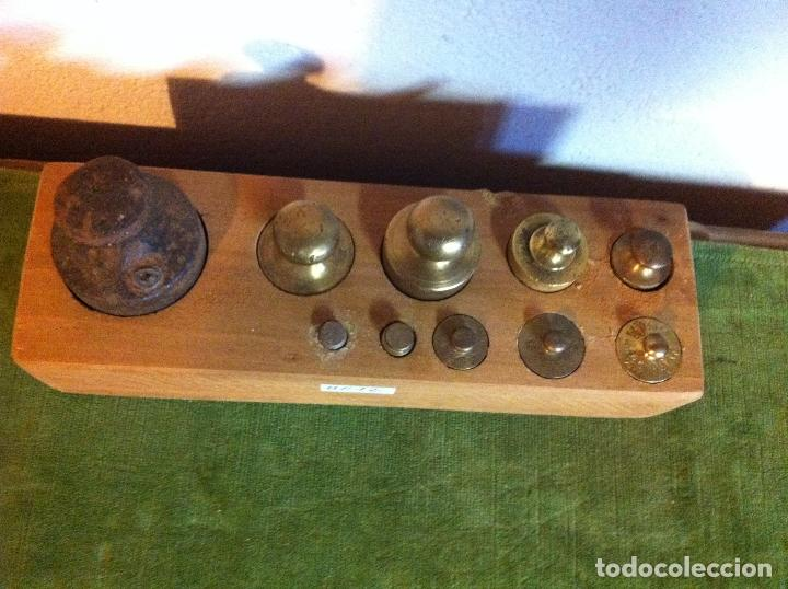 Antigüedades: BONITO JUEGO DE 11 ANTIGUAS PESAS DE HIERRO Y DE BRONCE DE 5G A 1KG (Q21B) - Foto 2 - 106931643
