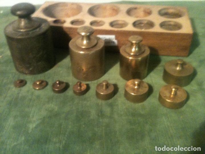 Antigüedades: MUY BONITO Y COMPLETO JUEGO DE 11 ANTIGUAS PESAS DE BRONCE DESDE 2000 g hasta 5 g (D05) - Foto 3 - 87672916