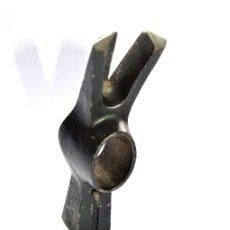 Antigüedades: MARTILLO DE ENCOFRADOR DE LA MARCA BELLOTA DE 13,5 CM DE LARGO NUEVO. Lote 106963263