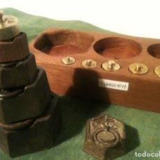 Antigüedades: BONITO JUEGO DE 11 ANTIGUAS PESAS EXAGONALES Y REDONDAS DE 5G A 1KG (T05). Lote 107015283