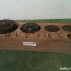 Antigüedades: BONITO JUEGO DE 11 ANTIGUAS PESAS DE HIERRO Y DE BRONCE DESDE 5G A 1KG (V05). Lote 107021075