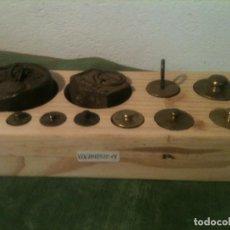 Antigüedades: OTRO BONITO JUEGO DE 11 ANTIGUAS PESAS DE BRONCE Y DE HIERRO DE 5G A 1KG (V06). Lote 107021331