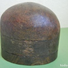 Antigüedades: PRECIOSO MOLDE DE MADERA PARA SOMBREROS - BOMBÍN. Lote 107052451
