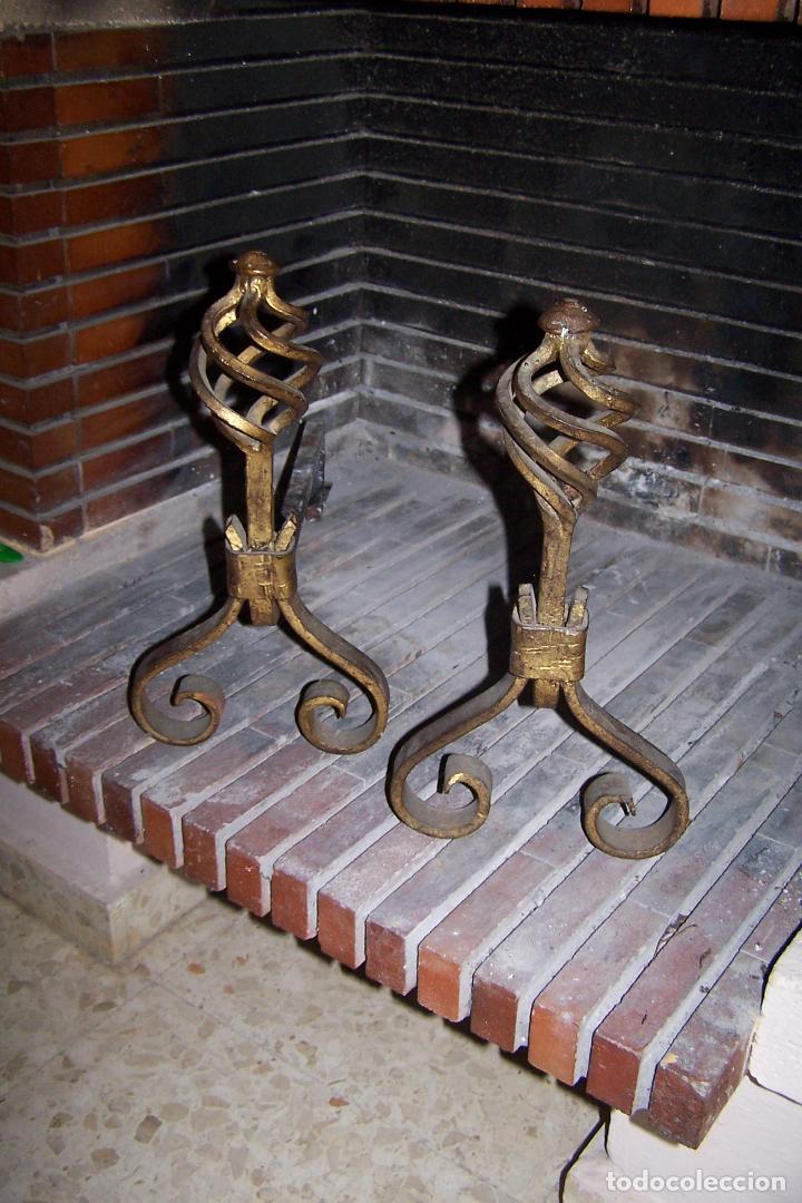 PAREJA DE MORILLOS EN HIERRO, FRONTAL DORADO. ALTO 36 Y LARGO 42 CENTÍMETROS. (Antigüedades - Técnicas - Cerrajería y Forja - Varios Cerrajería y Forja Antigua)