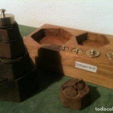 Antigüedades: BONITO JUEGO DE 10 ANTIGUAS PESAS EXAGONALES DE 5G A 1KG (T09). Lote 107213515