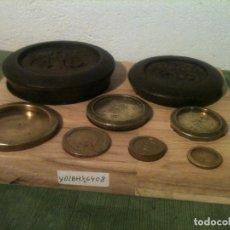 Antigüedades: PRECIOSO JUEGO DE 8 ANTIGUAS PESAS DE 1/2 OZ A 4 LIBRAS (64 OZ) (Y02). Lote 107219339