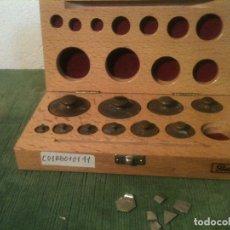 Antigüedades: IMPECABLE JUEGO DE 10 PESAS DE BRONCE DE 1G A 100G + LAMINAS DECIMALES (C01). Lote 107381579