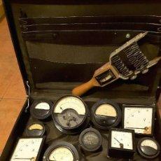 Antiquitäten - Gran lote de voltímetros, amperímetros, y medidores, desde años 20. - 112707410