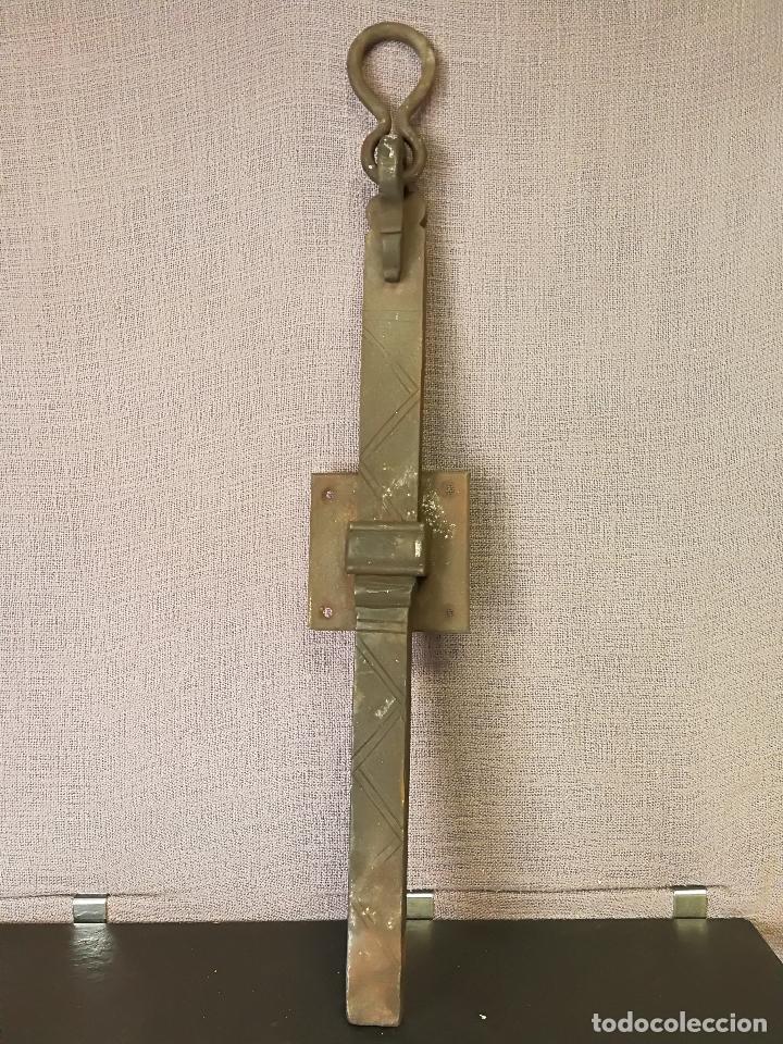 ANTIGUO CERROJO PESTILLO FORJA HIERRO FORJADO (Antigüedades - Técnicas - Cerrajería y Forja - Pestillos Antiguos)