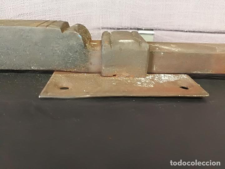 Antigüedades: ANTIGUO CERROJO PESTILLO FORJA HIERRO FORJADO - Foto 12 - 107496259