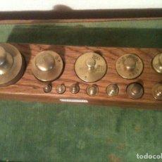 Antigüedades: MUY BONITO JUEGO DE 12 ANTIGUAS PESAS DE BRONCE DE 5G A 1KG (E18). Lote 107508343