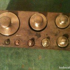 Antigüedades: BONITO JUEGO DE 9 ANTIGUAS PESAS DE BRONCE DE 1G A 500G (H10). Lote 107582331