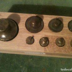Antigüedades: BONITO JUEGO DE 8 ANTIGUAS PESAS DE BRONCE DE 10G A 500G (H13). Lote 107614955