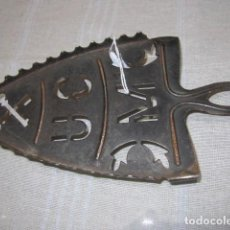 Antigüedades: ANTIGUO SOPORTE DE HIERRO PARA PLANCHA. 23 X 11 CMS.. Lote 107643611