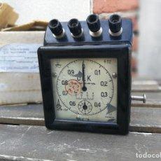 Antigüedades: CURIOSO Y RARO CRONÓMETRO ELÉCTRICO DE LABORATORIO - 120/220 V - FUNCIONA. Lote 107723891