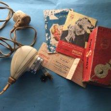 Antigüedades: ANTIGUA MÁQUINA DE AFEITAR DE PHILIPS. AÑO 1956. CON FOLLETO Y FACTURA. Lote 107783430