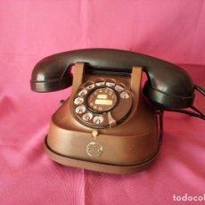 Teléfonos: TELÉFONO ANTIGUO DE COBRE Y BAQUELITA RTT-56.AÑOS 50. Lote 107837431