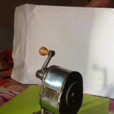 Antigüedades: SACAPUNTAS ANTIGUO DE METAL. VARIOS GROSORES.. Lote 107938935