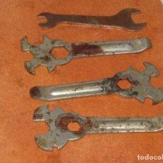 Antigüedades: LLAVES ANTIGUAS PARA BICICLETA. Lote 107963695