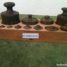 Antigüedades: EXCELENTE JUEGO DE 11 ANTIGUAS PESAS DE HIERRO Y DE BRONCE DE 2G A 500G (R04). Lote 108441907