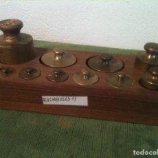 Antigüedades: EXCELENTE JUEGO DE 11 ANTIGUAS PESAS DE HIERRO Y DE BRONCE DE 5G A 500G (R05). Lote 108441987