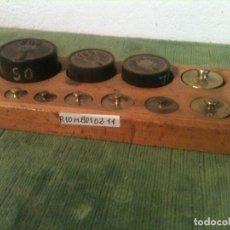Antigüedades: BONITO JUEGO DE 10 ANTIGUAS PESAS DE 1G A 200G EN HIERRO Y BRONCE (R10). Lote 108444935