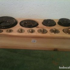 Antigüedades: BONITO JUEGO DE 11 ANTIGUAS PESAS DE HIERRO Y BRONCE DE 5G A 1KG (V10). Lote 108455175