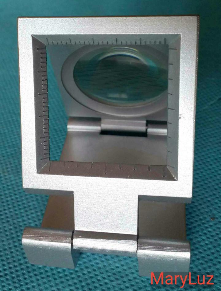 Antigüedades: LUPA-CUENTAHILOS PLEGABLE, DE METAL. (2). Nueva. En su caja original. Fabricada en Japón. - Foto 2 - 108461175