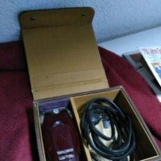 Antigüedades: ANTIGUA MAQUINILLA DE AFEITAR SHICK DRY SHAVER MADE IN CANADA EN CAJA DE PIEL MUY BUEN ESTADO MAQUIN. Lote 108537260