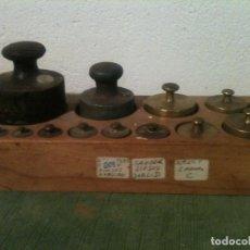 Antigüedades: FORMIDABLE JUEGO DE 13 ANTIGUAS PESAS DE HIERRO Y DE BRONCE DE 1G A 1KG (Q09). Lote 108671863