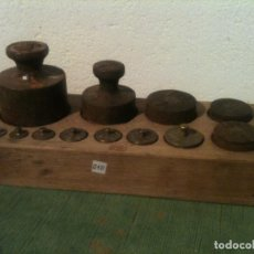 Antigüedades: FORMIDABLE JUEGO DE 13 ANTIGUAS PESAS DE HIERRO Y DE BRONCE DE 1G A 1KG (Q10). Lote 108671919