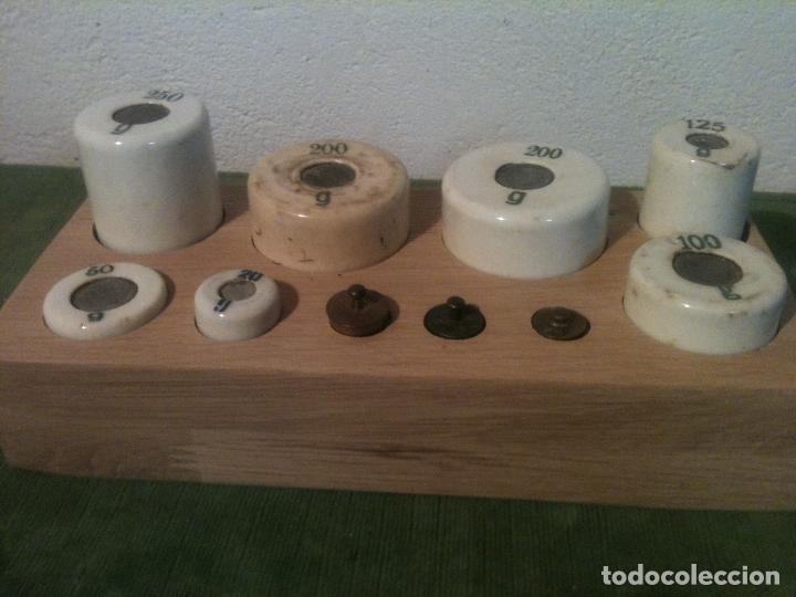 BELLO Y SINGULAR JUEGO DE 10 ANTIGUAS PESAS DE PORCELANA Y BRONCE DE 5G A 250G (Antigüedades - Técnicas - Medidas de Peso - Ponderales Antiguos)