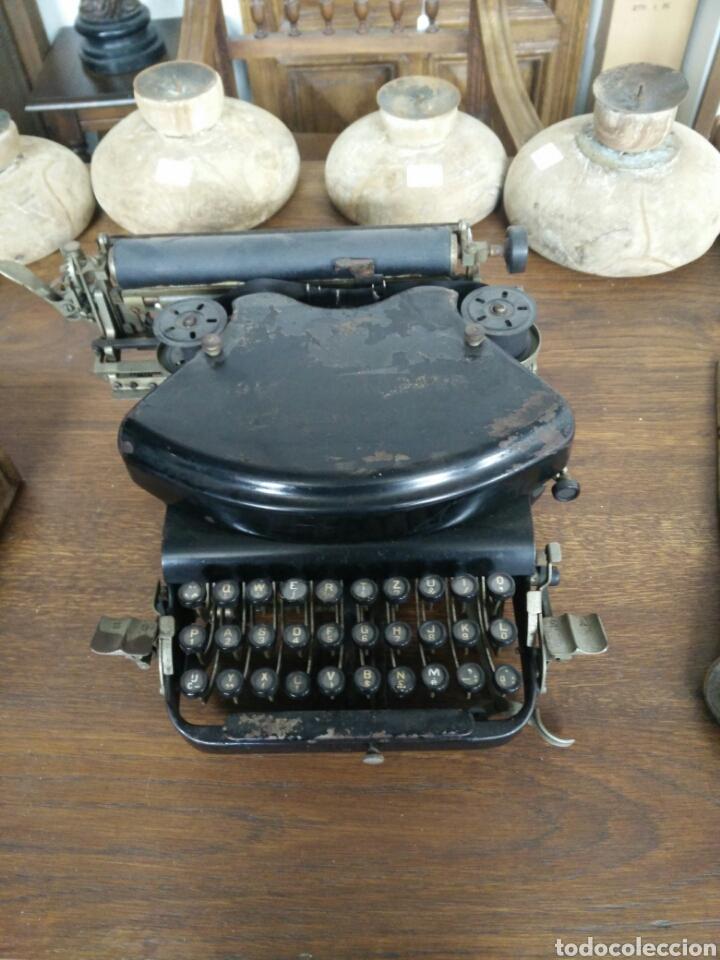 MAQUINA DE ESCRIBIR ANTIGUA LR (Antigüedades - Técnicas - Máquinas de Escribir Antiguas - Otras)