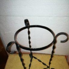 Antigüedades: MACETERO EN HIERRO FORJA.. Lote 108708690