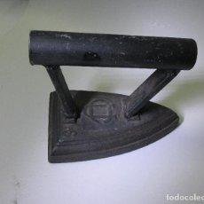 Antigüedades: PLANCHA DE HIERRO ANTIGUA. Lote 108759507