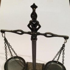 Antigüedades: BALANZA DE LA JUSTICIA BRONCE LATONADO. Lote 131525097