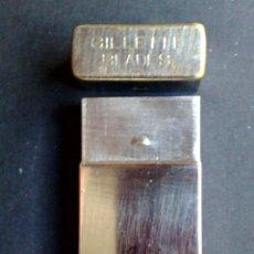 Antigüedades: ANTIGUO ESTUCHE METALICO-MARCA GILLETTE,GUARDAHOJAS DE AFEITAR.(DESCRIPCIÓN). Lote 108784579