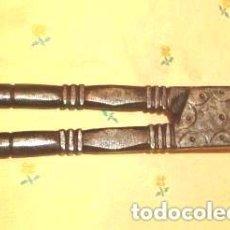 Antigüedades: BONITAS TENAZAS DEL SIGLO XVIII, TENAZA HIERRO FORJA PINZA CHIMENEA FUEGO PINZAS. Lote 108796231