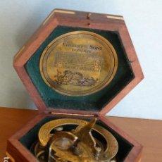 Antigüedades: CURIOSA BRUJULA O SEXTANTE NAVAL. Lote 108900743
