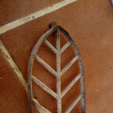 Antigüedades: ANTIGUO SOPORTE PARA PLANCHA PLANCHERO DE HIERRO ALUMINIO. Lote 108933083