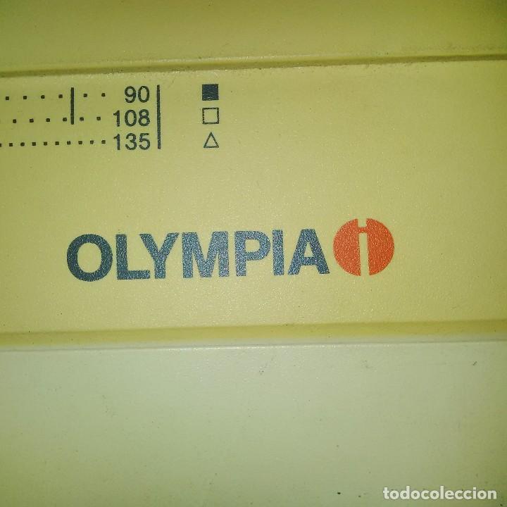 Antigüedades: MAQUINA DE ESCRIBIR OLYMPIA CARRERA II SISTEM DISPLAY - CON RECAMBIOS: RUEDA SCRIPT Y CINTA NUEVA - Foto 4 - 108989611