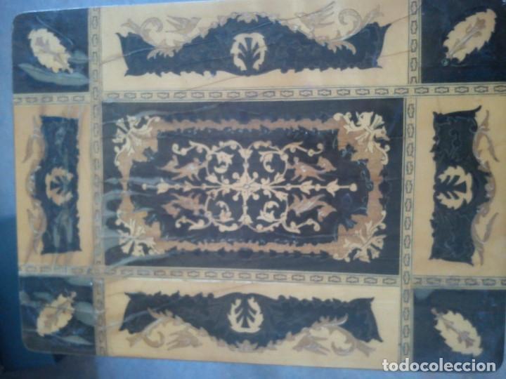 Antigüedades: ESPLENDIDA MESA Y CAJA DE COSTURA TIENE CAJA DE MÚSICA ESTA HECHA EN MADERA MARQUETERÍA MAD ITALY - Foto 14 - 109054331
