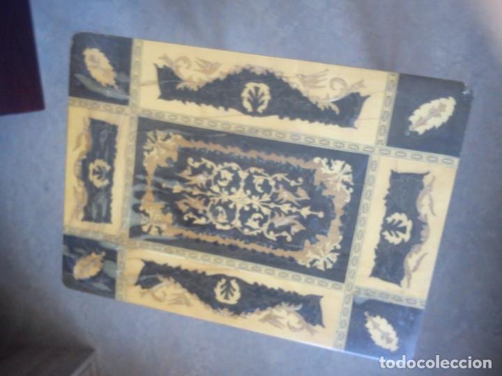 Antigüedades: ESPLENDIDA MESA Y CAJA DE COSTURA TIENE CAJA DE MÚSICA ESTA HECHA EN MADERA MARQUETERÍA MAD ITALY - Foto 15 - 109054331