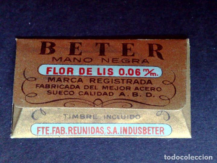 Antigüedades: HOJA DE AFEITAR ANTIGUA-BETER-MANO NEGRA-FLOR DE LIS-VINTAGE - Foto 2 - 109145055