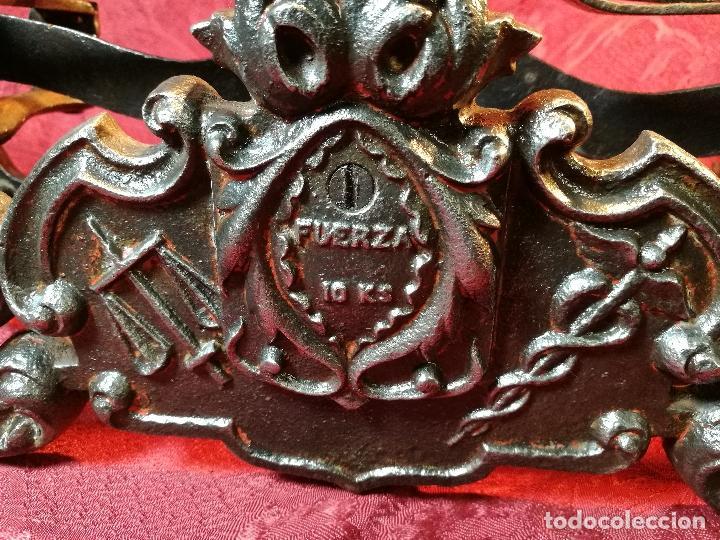 Antigüedades: EXPECTACULAR BALANZA ESPAÑOLA CON ESCUDO LOGO DE FARMACIA ORIGINAL ESPAÑA SIGLO XIX - Foto 29 - 109306863