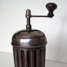 Antigüedades: MOLINILLO CILÍNDRICO DE CAFÉ, MARCA TRESPADE, MODELO 900 -CROMATO-, ITALIA. CA 1920/1930. Lote 109444759
